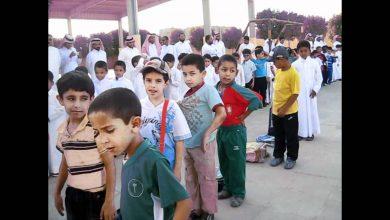 صورة في يوم الدراسة الأول .. الطلاب يغادرون مقاعد الدراسة مبكراً
