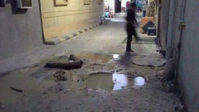 صورة سيهات : حفرة تهدد مستمعي حسينية الإمام الحسين (ع) بالخصاب