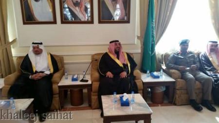 Photo of بالصور محافظ القطيف يستقبل المعزين والمبايعين في مقر المحافظة