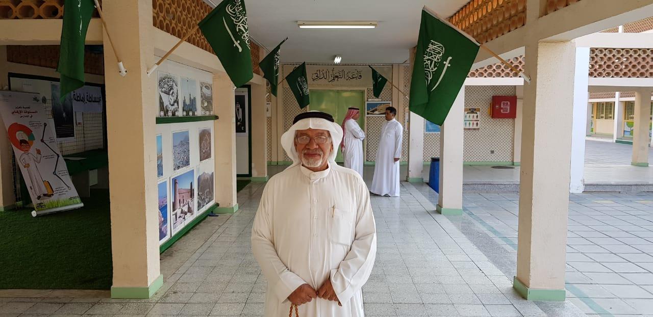 """صورة الحاج  منصور آل كبيش """"أبو علي"""" متطوع من الطراز الفريد"""