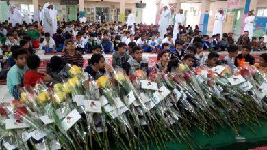 صورة 500زهرة لطلاب مدرسة اليرموك لمواصلة ودعم بر الوالدين بصفوى