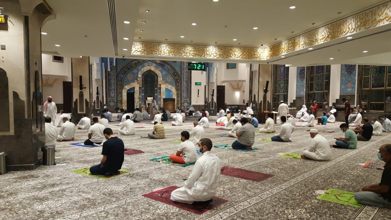 صورة مسجد الخضر بتاروت يكمل أسبوعًا على إعادة الصلاة وفق البروتوكول الخاص بصلاة الجماعة