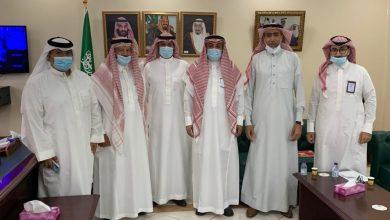 صورة سيهات : أعضاء فريق حي الخليج يزور بلدية سيهات