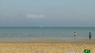 صورة «شاطئ لرفيعة» جذور ضاربة في التاريخ.. و ترانيم بحّارة لا تهدأ