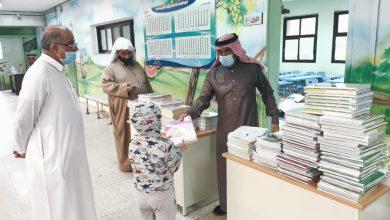 صورة « بـ 5 تدابير احترازية ».. مدارس القطيف تبدأ توزيع الكتب المدرسية