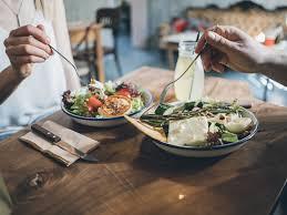صورة هل يجوز للمطعم تحديد وقت الجلوس على الطاولة..؟