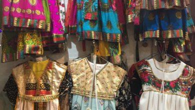 صورة شراء ملابس ومستلزمات الناصفة.. إقبال.. وإعراض.. وحذر من «كورونا»