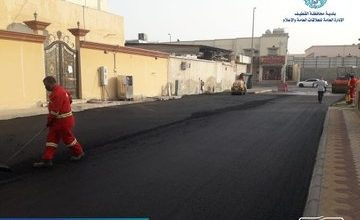 صورة صور … «بلدية سيهات» تبدأ رصف حيّ «النابية» وشارع «إبراهيم البصري»