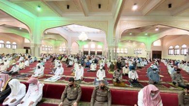 صورة محافظ القطيف المكلف ورؤساء المراكز يؤدون صلاة عيد الفطر المبارك